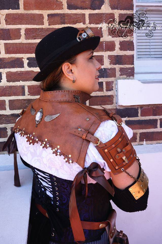Lady V - Leather Shrug