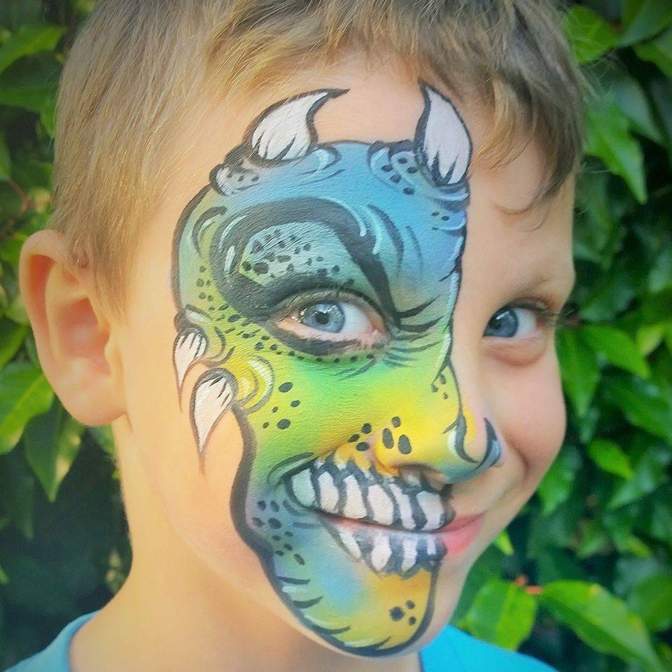 Community event fun face paiting in Hillsboro Oregon