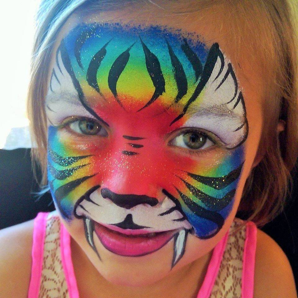 Fun face painting at birthday party in Tigard Oregon