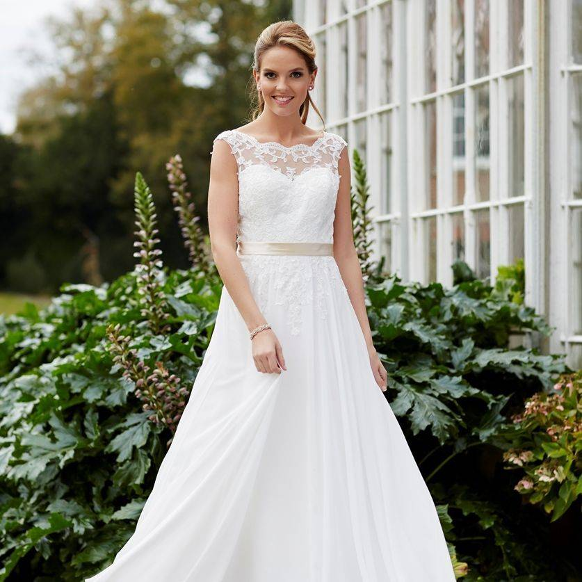 Chiffon wedding dress with lace in Ivory