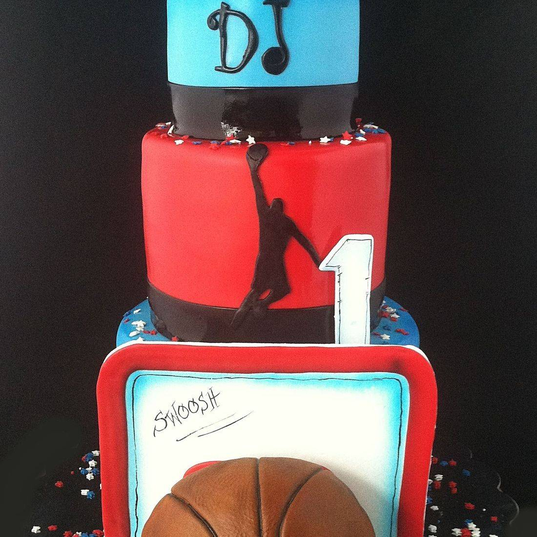 Custom Basketball Dunk jordan Cake  Milwaukee