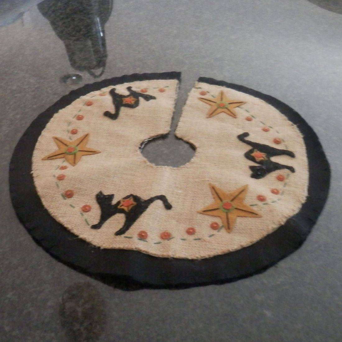 primitive folkart Halloween tree skirt