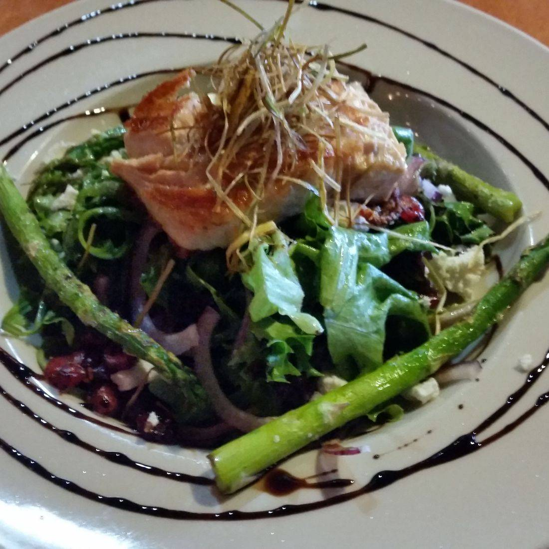 Seared Salmon Salad w Grilled Asparagus