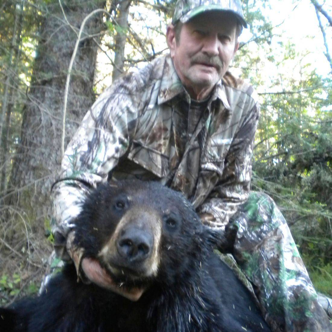bear hunts, black bear hunting, Manitoba Canada, Outfitters