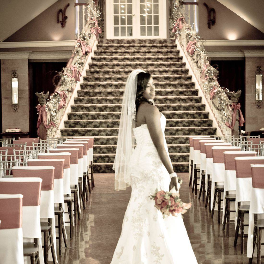 Memphis Fall Wedding Staircase Carahills Estate Orange Bouquet Linens