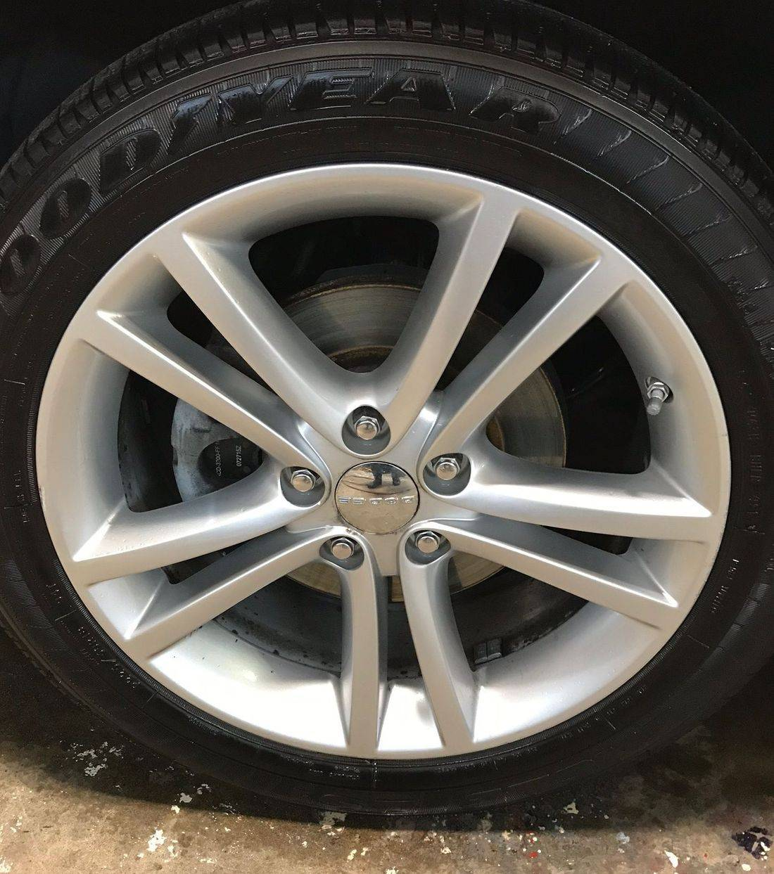 Clean wheel, wheel cleaning,