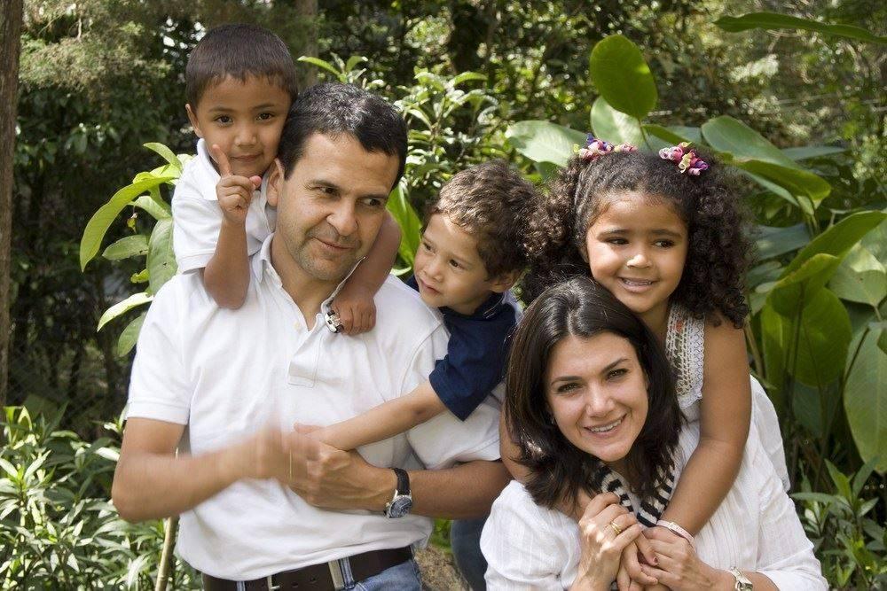 Podemos ayudar a todos en casos de inmigracion, heridas personales, y litigio civil en español.  Nos dedicamos a complacerle a usted.