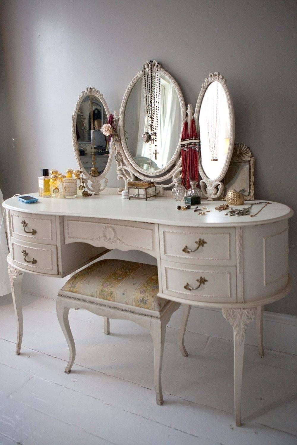 Louis Style Dressing Table £250 SOLD