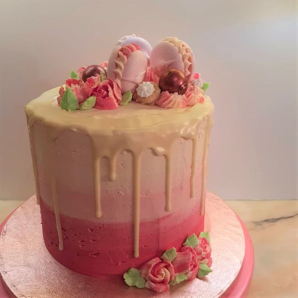 Pink Ombre Drip Cake with flowers & Macaroons