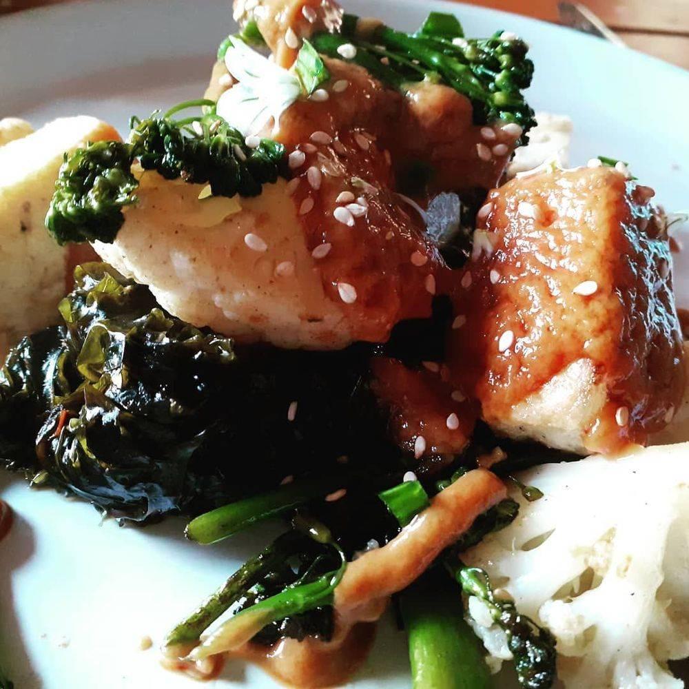 chef's tofu satay with wok vegetables and vegan sauce