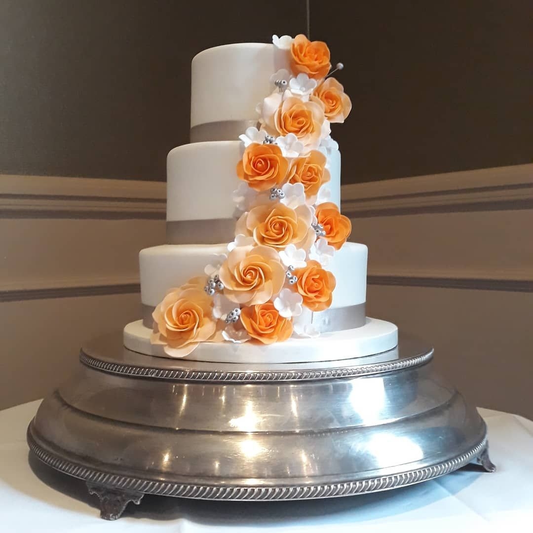 Sugar flowers, sugar roses, flower cascade, wedding cake redhill, wedding cake surrey, wedding cake Nutfield