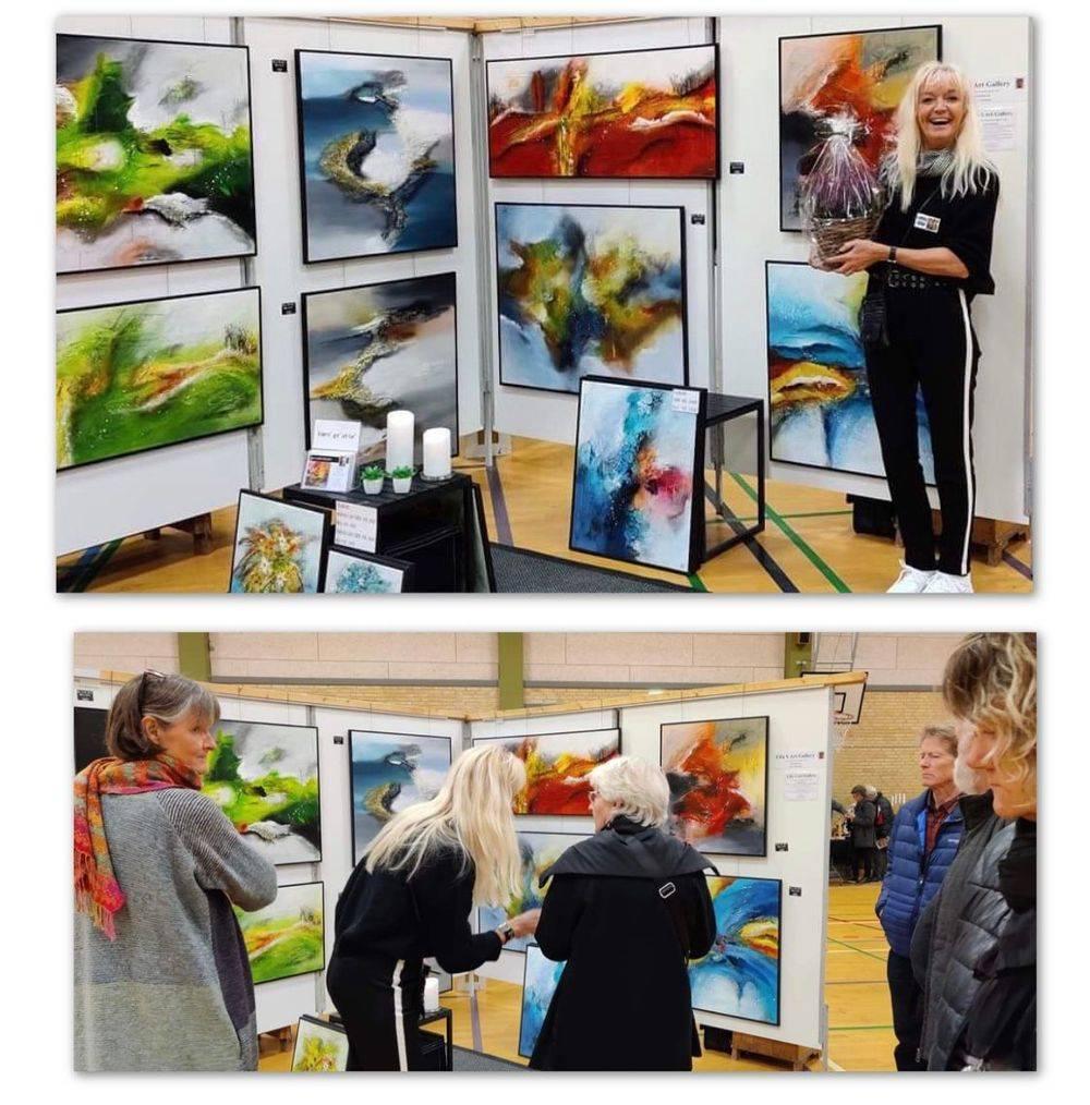 Udstilling-farverige-malerier