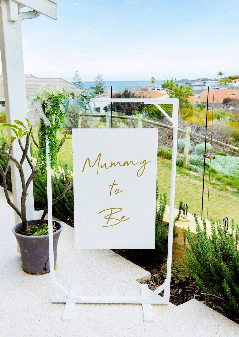 Mummy to Be Sign on Stand for Baby Shower