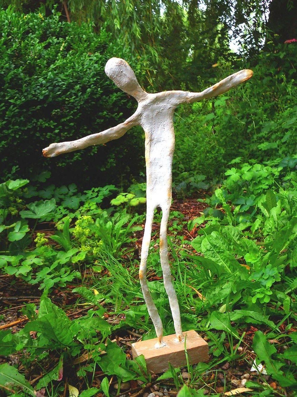 Figürliche Skulpturen aus Gipsbinden und Draht