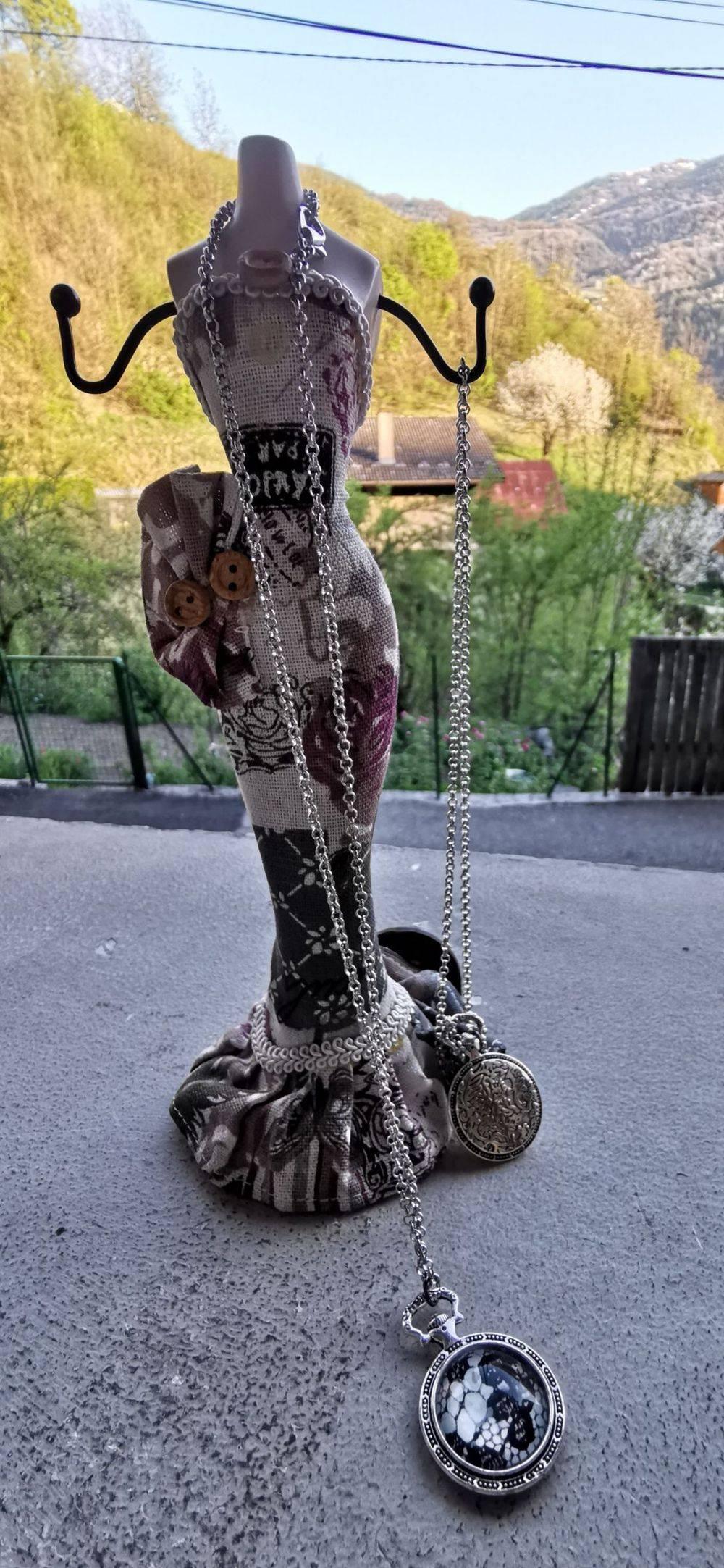 Collier tête de mort, collier rock, Skull'n'Roses, boucles d'oreilles rock, , Bijoux rock, bijoux crâne, bijoux tête de mort, bijoux Biker, bijoux rockabilly, bijoux pinup, Skull, crâne, tête de mort, bijoux artisanaux, Rock'n'Babe, rocknbabe, rocknbabeshop