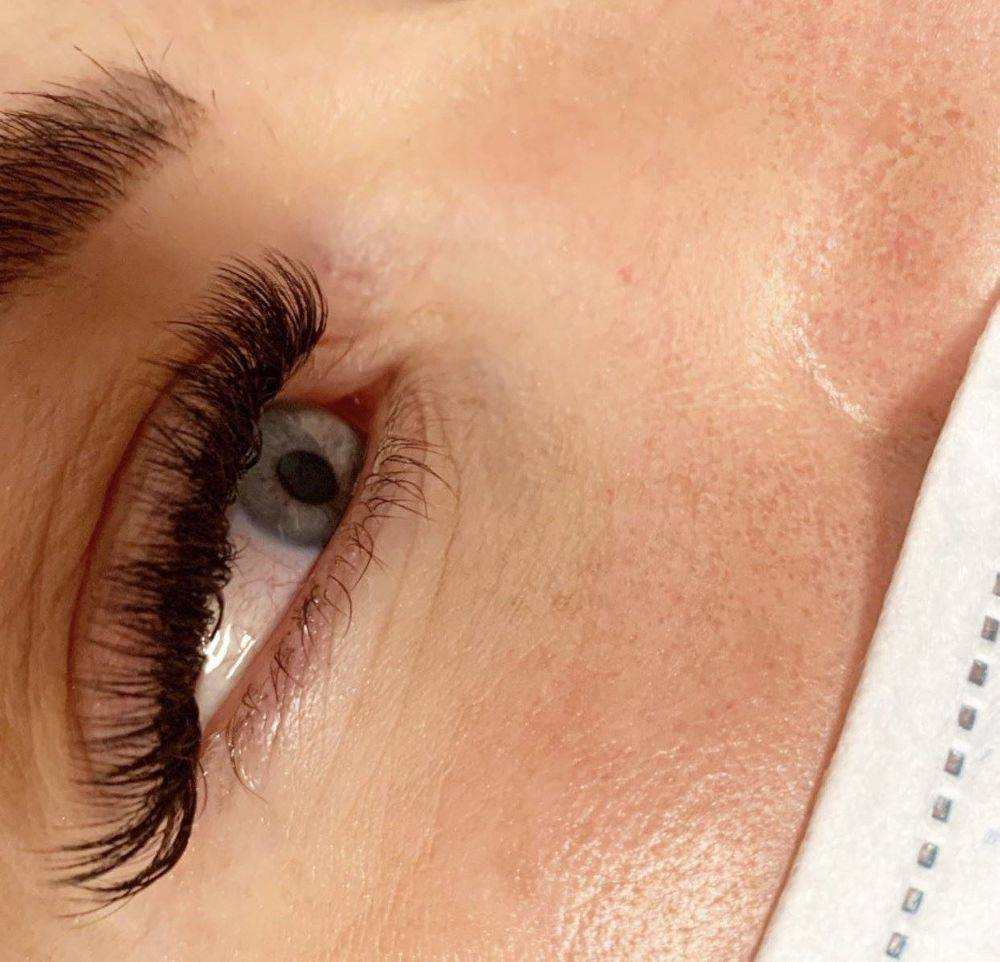 Russian Volume eyelash extensions with flick
