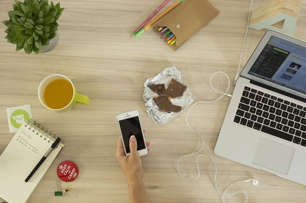 virtual assistant, wokingham, untidy workspace