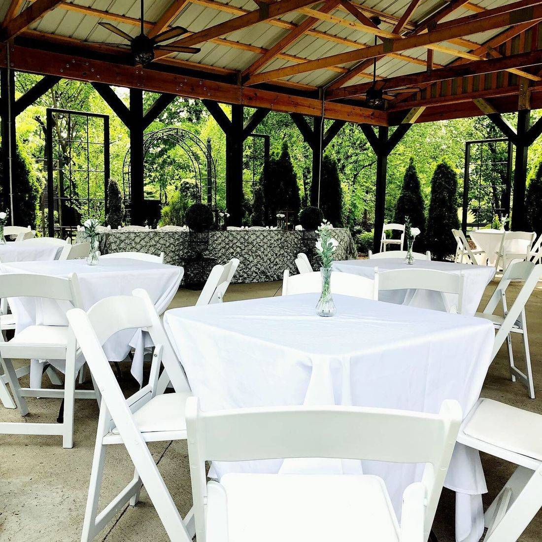 St. Louis wedding.  Intimate Wedding Cottage.  Intimate Venue.  Elopement Wedding.  Intimate Wedding.  OFallon, MO