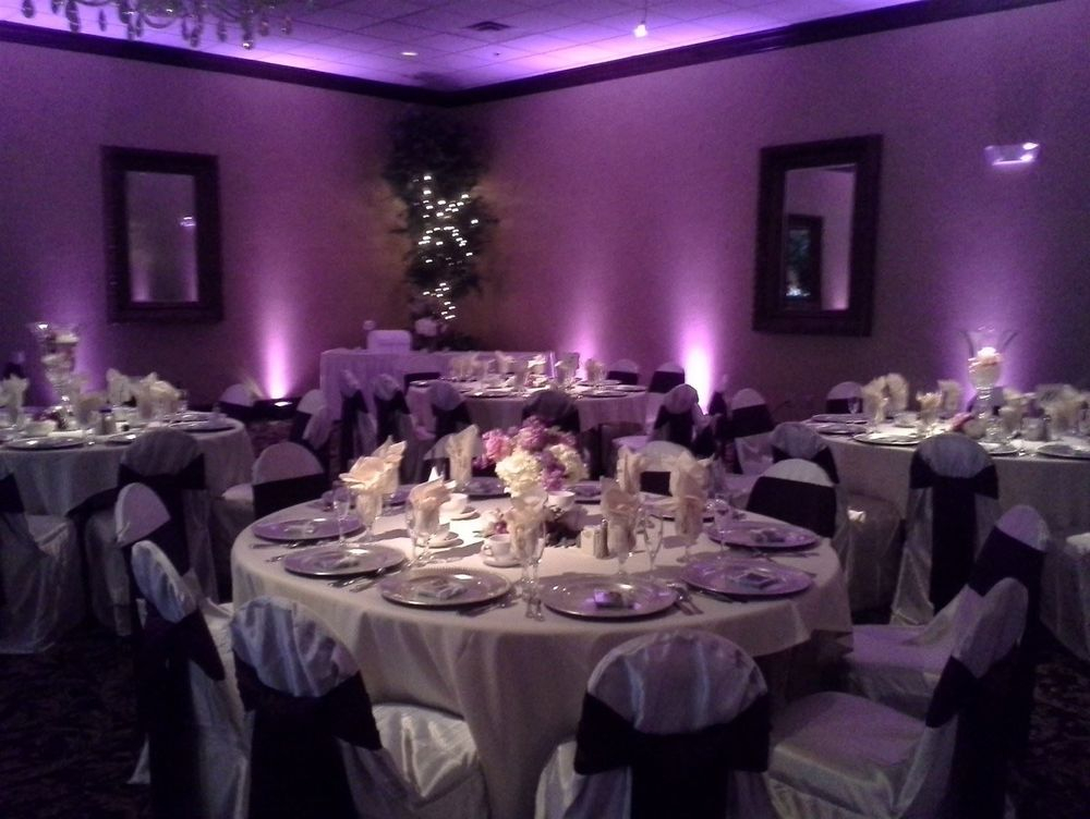 Pin Spot Lighting on Centerpiece - The Pin Spot comes from above. We are able to focus our light to highlight your centerpiece!
