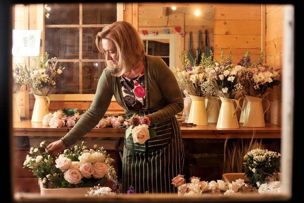 Susan Jane May mbfa Florist  FlowerStudio at Country Garden Floristry