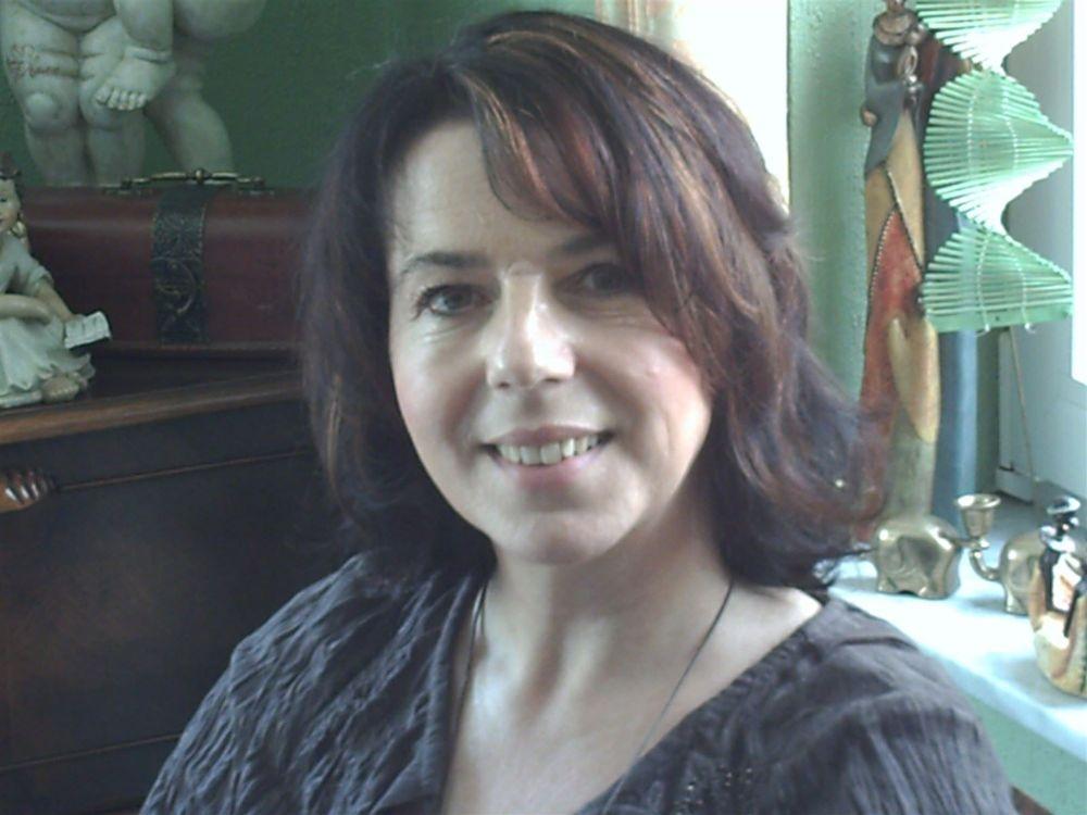 Gabriele Cordes Klangmassagepraktikerin, Yogalehrerin, Lachyoga-leiterin OHZ
