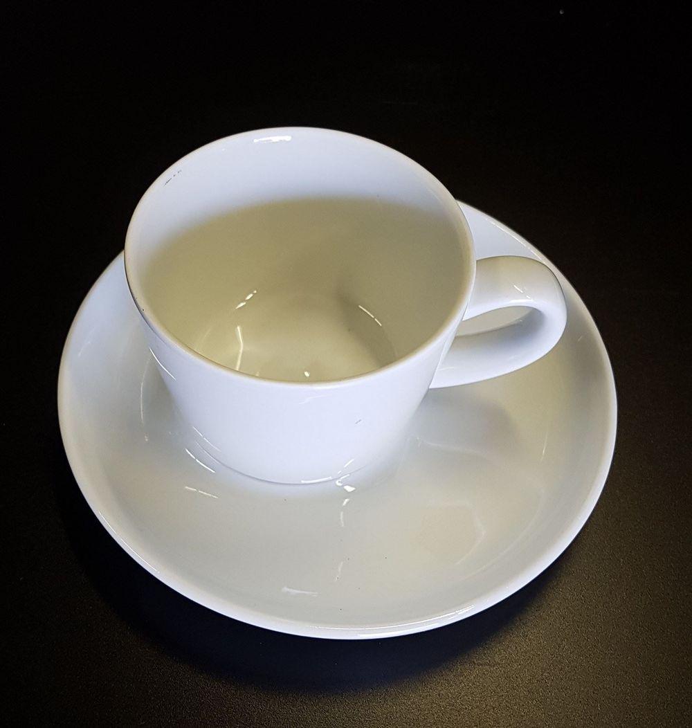 Kaffee Tasse mit Unterteller - Fr. 1.-- pro / St.