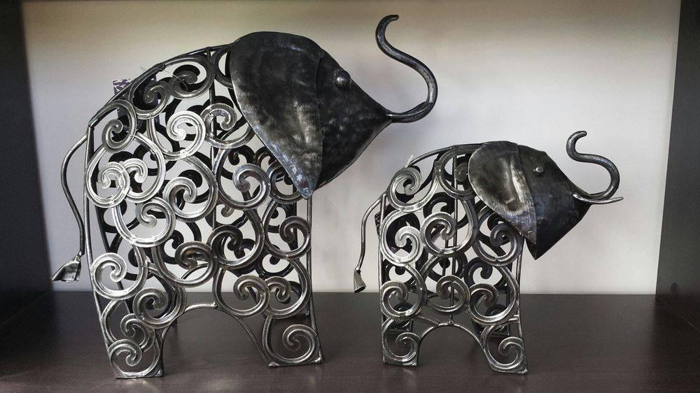 Metal Elephants Set $60 Large 33x40x20cm Small 23x26x11cm  Single Large Elephant $40 : Postage in NZ $20