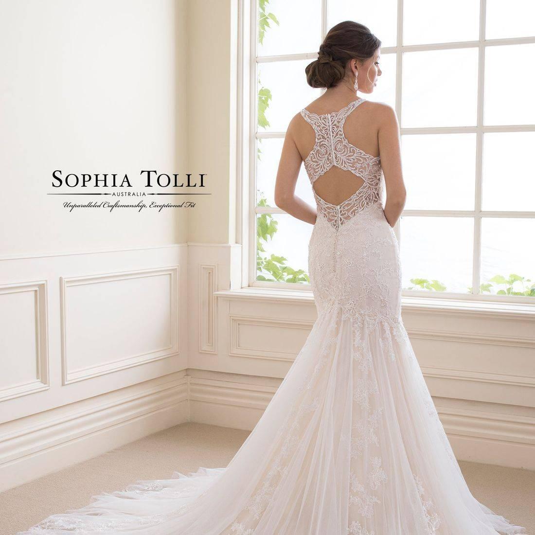 trumpet wedding dress, lace, sparkle, racer back, keyhole back, sexy back, chapel train, v back, sweetheart neck, straps, wedding dress