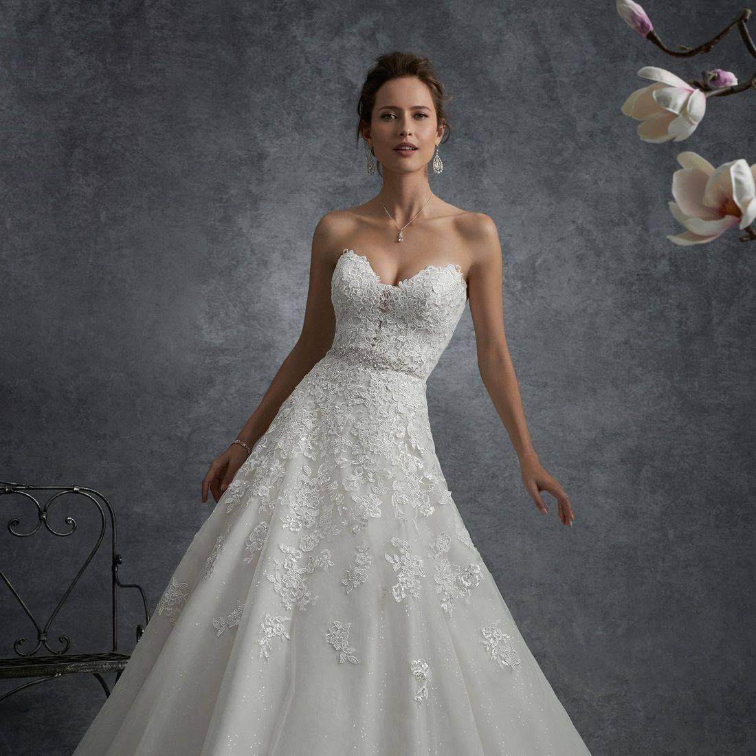 aline wedding dress, big wedding dress, princess wedding dress, sparkly wedding dress, wedding dress with chapel train, sweetheart neckline wedding dress, lace up back wedding dress