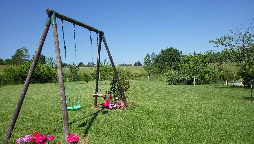 Top garden with swings ,Badmington and football net.