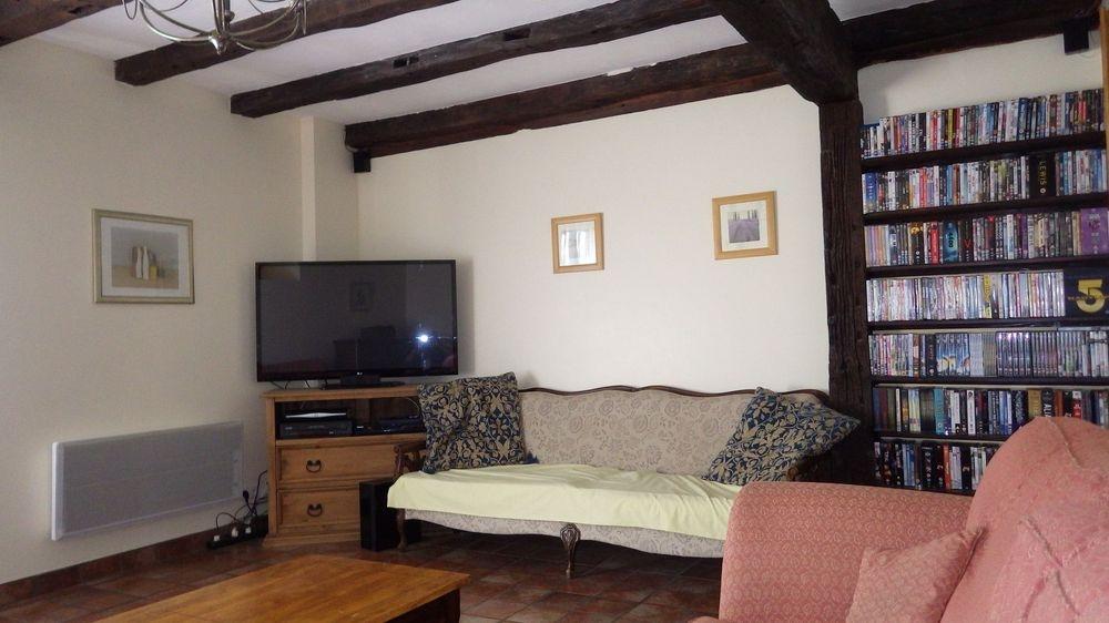 Living room Uk/French sat TV
