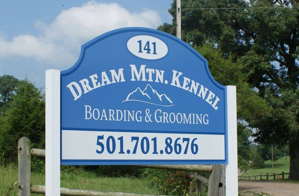 Dream Mtn. Kennel sign