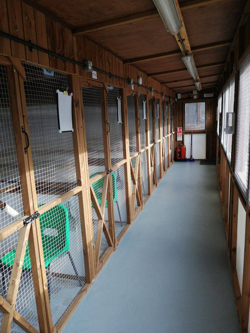Cattery corridor for 7 chalets