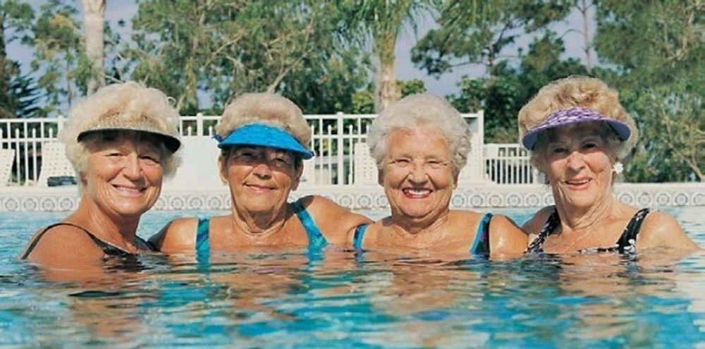 el calentador piscina solar heliocol calienta el agua para hidroterapia.