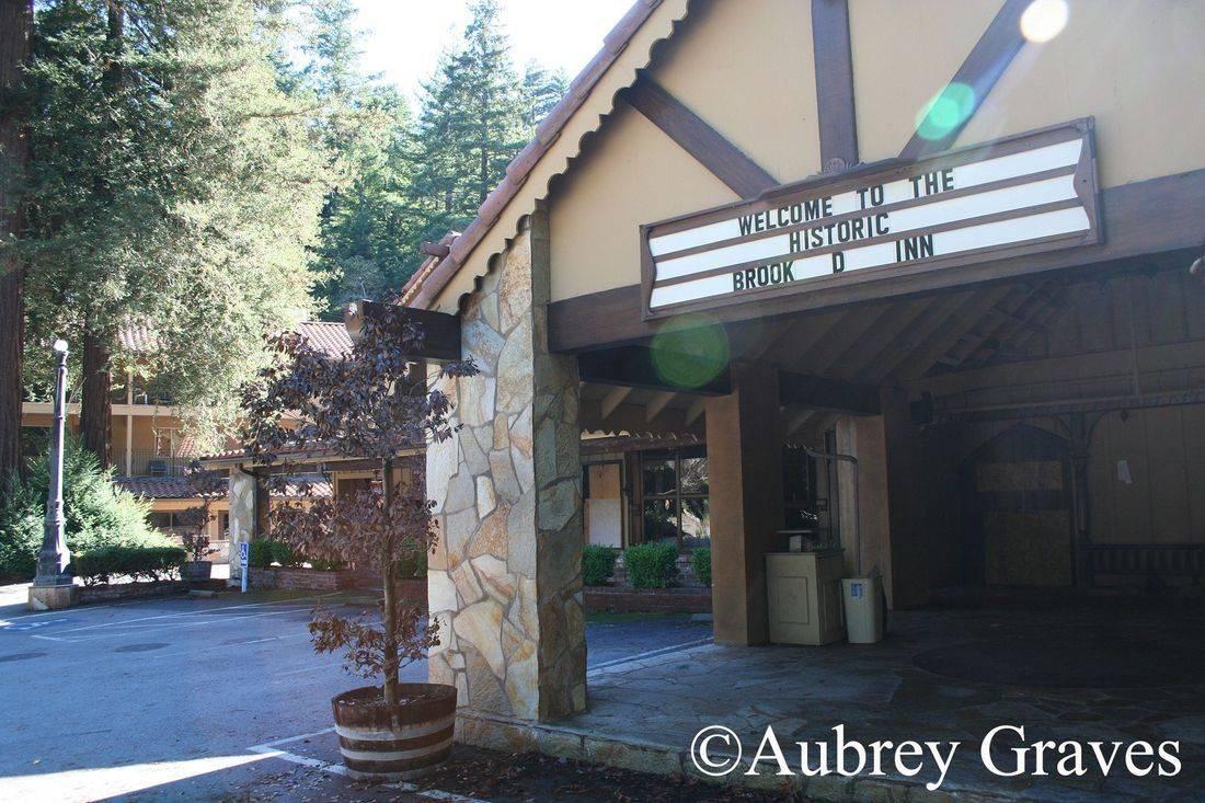 ghosts, Haunted Brookdale Lodge, haunted hotel, sarah logan, brookroom