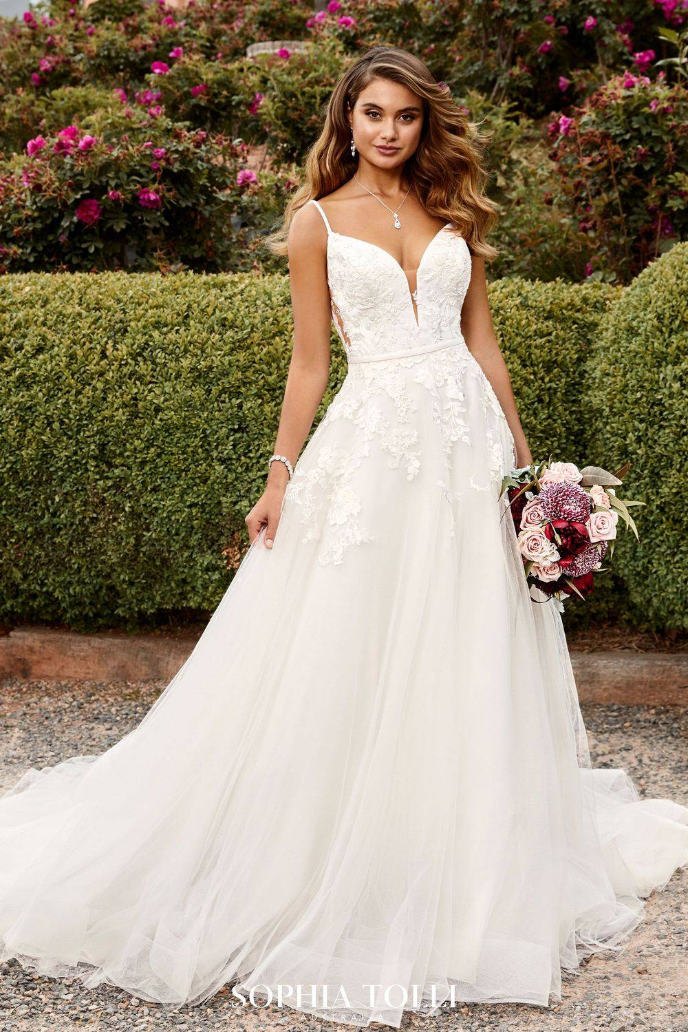 Y22041 Sophia Tolli Kent, Medway, wedding dress, stunning, a line