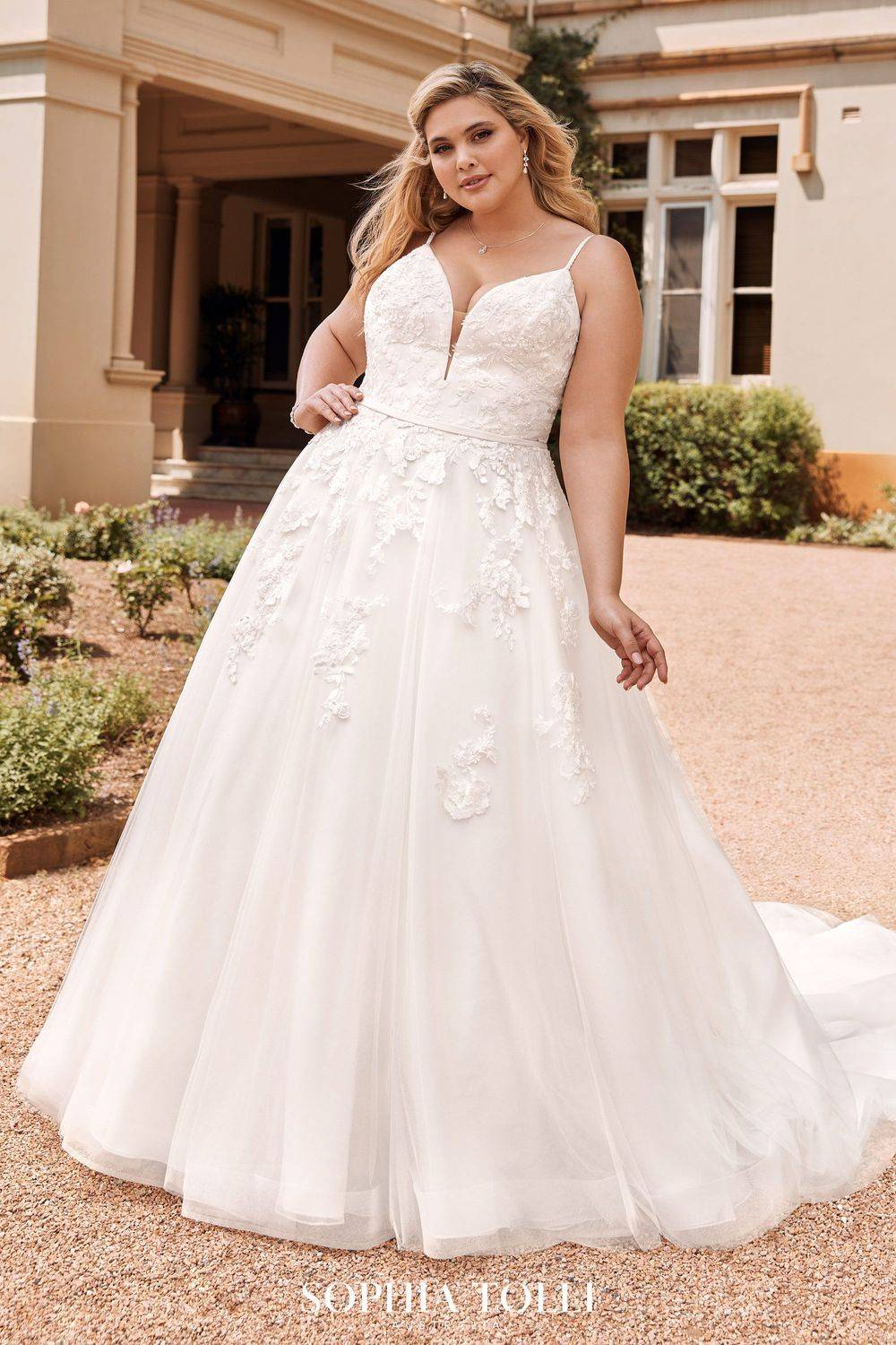 Plus size wedding dress in medway, maidstone, rochester, a line wedding dress