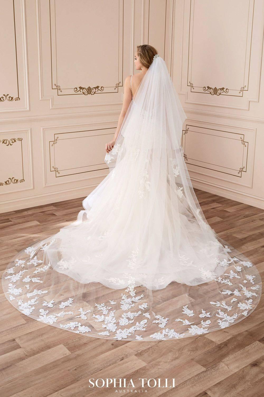 sophia tolli veil, lace wedding veil, chapel length veil