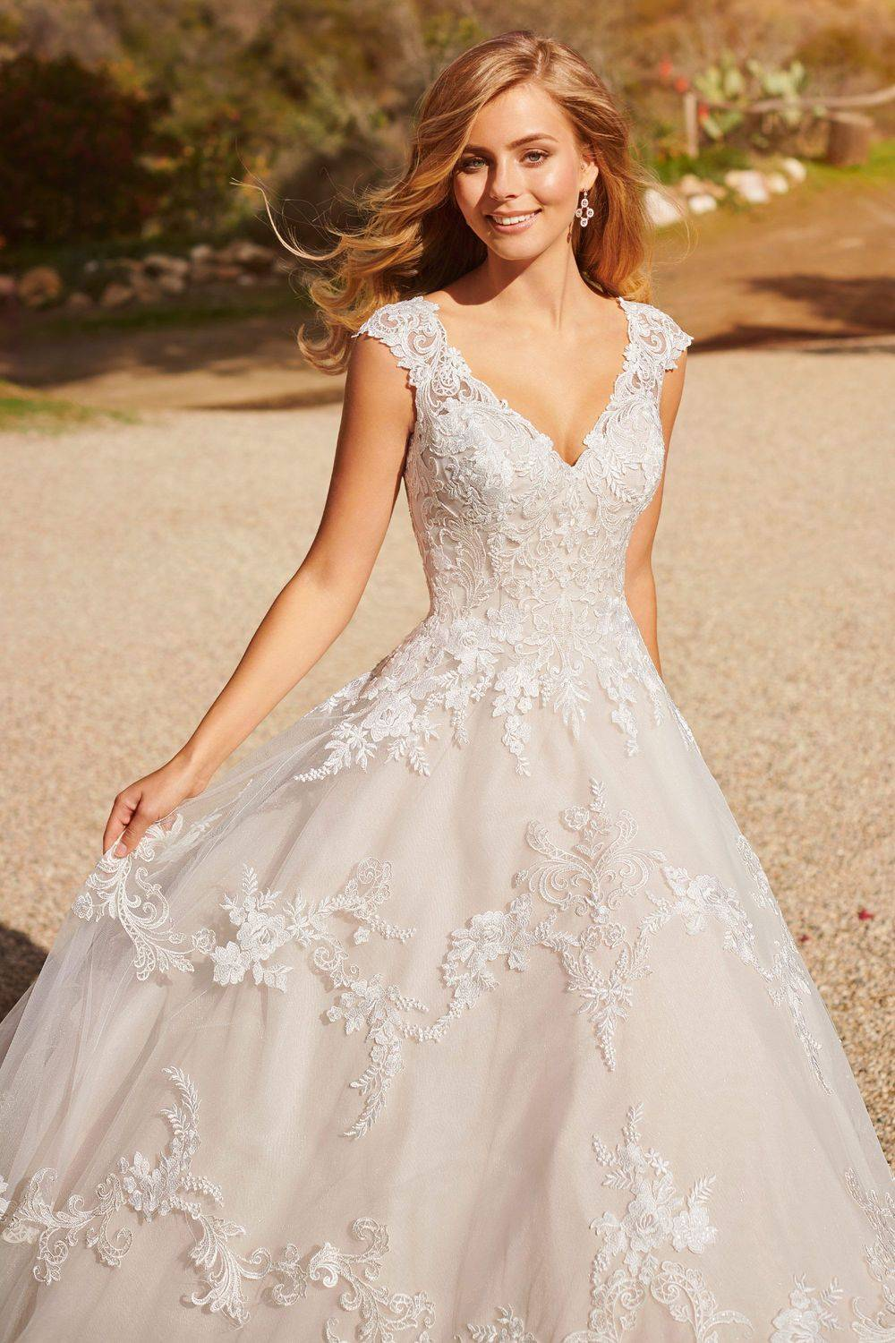 A-line sciffili lace wedding dress with cap sleeves