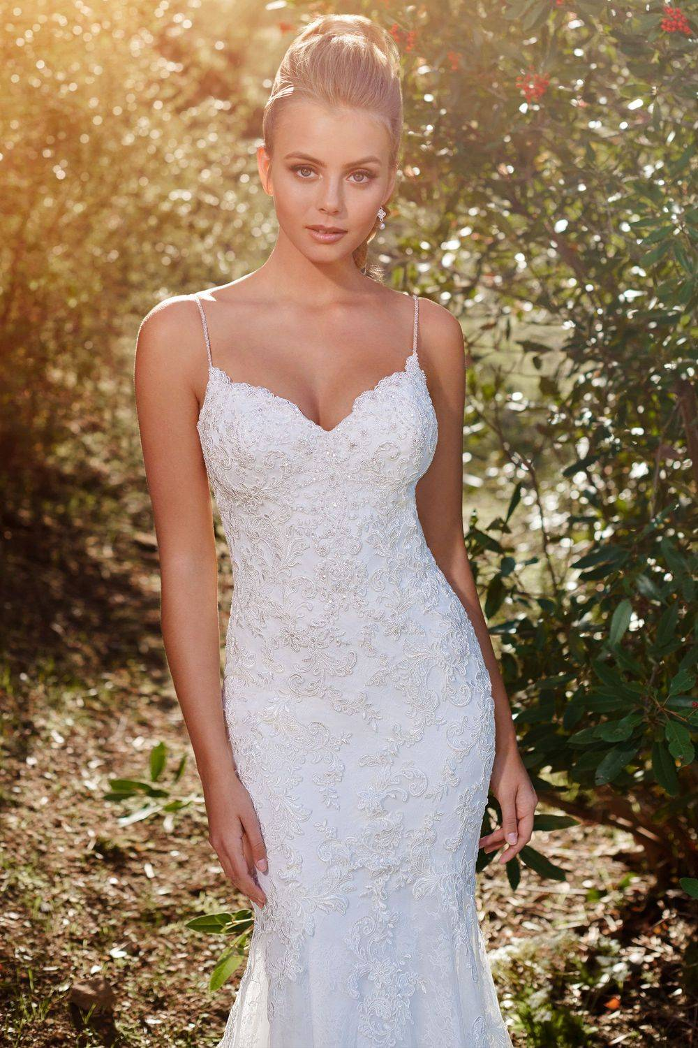 sweetheart necklline with beaded lace and sexy dipped back