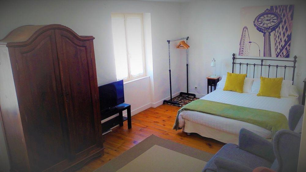 Chambre double Confort Netflix Chez Martine et Philippe Haute Loire 43 côté rue