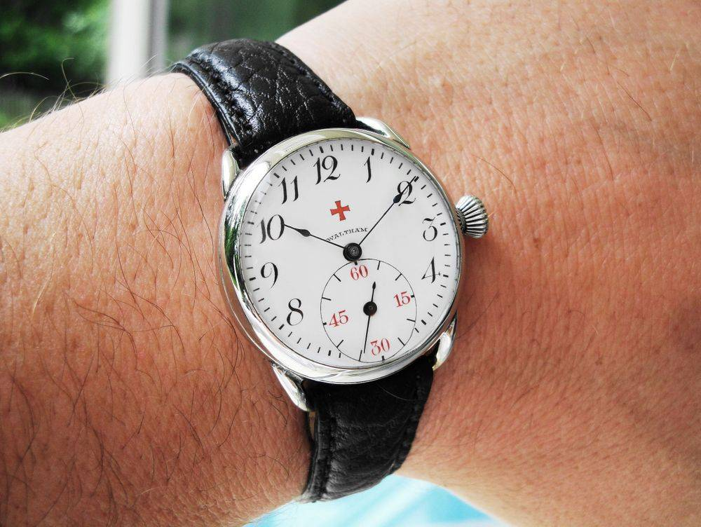 1916 WWI Waltham RED CROSS Doctor's Trench Watch