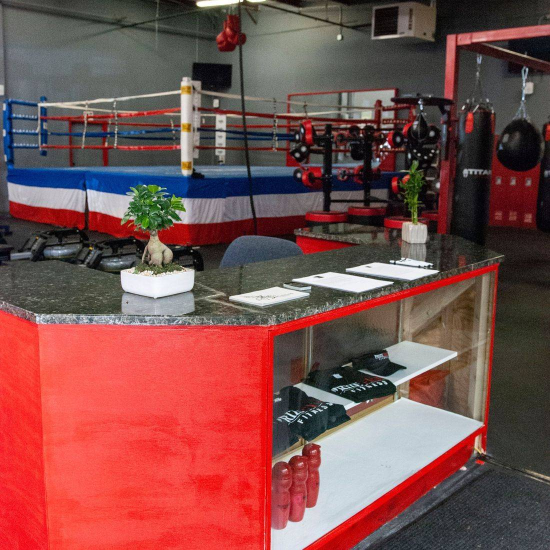 prize fight fitness front desk