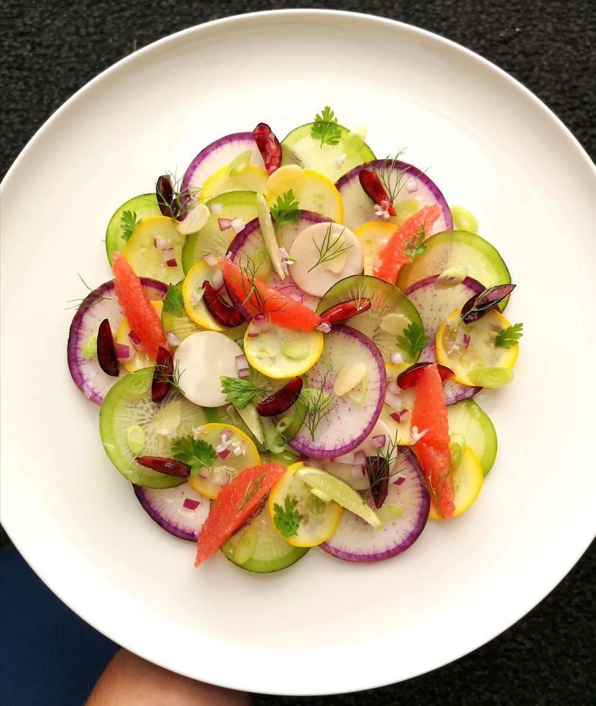 Salade entièrement végétale  de radis et pomelos