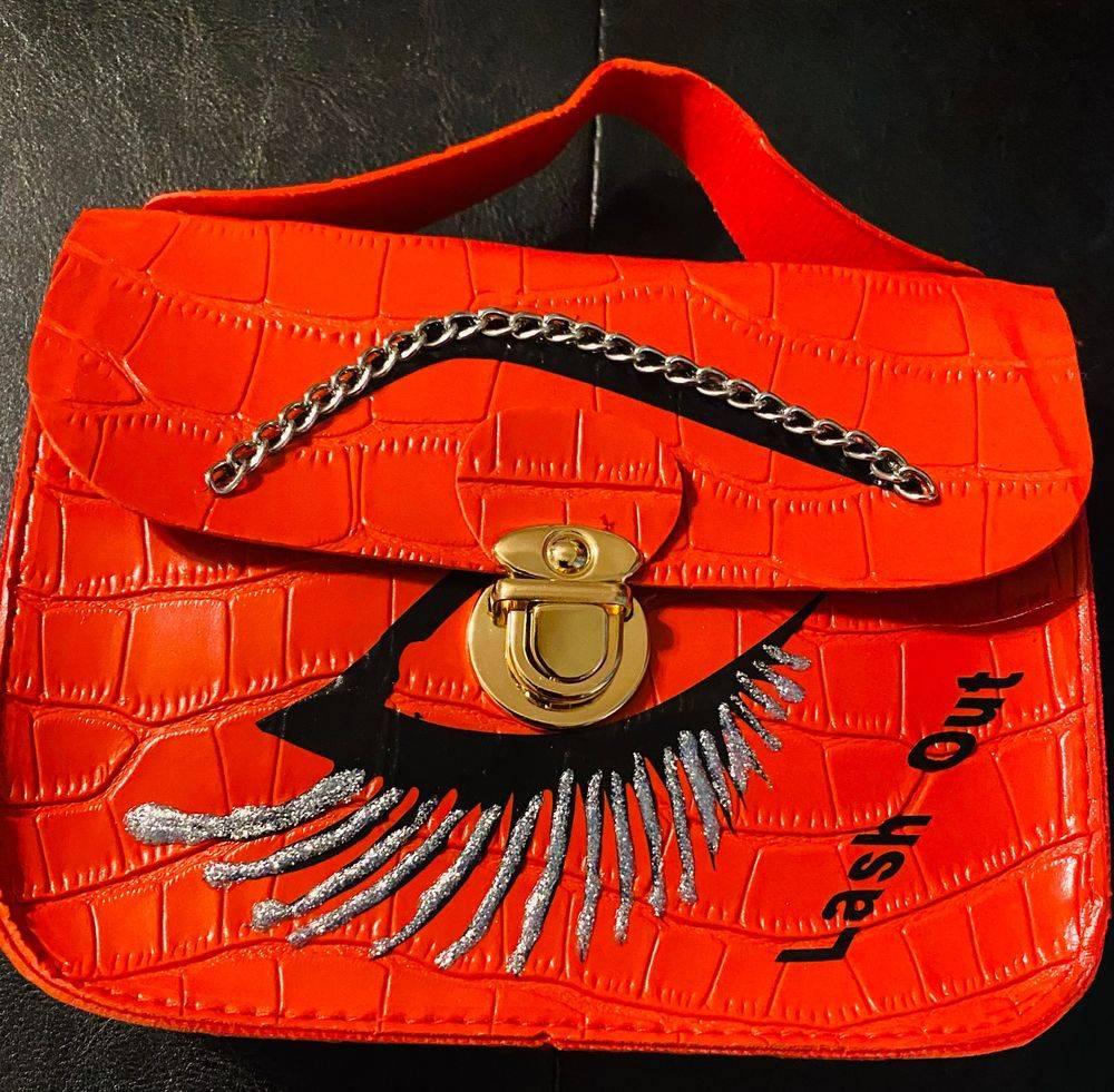 Eye lash case silver lashes