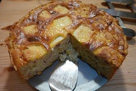 Moist and delicious apple cake