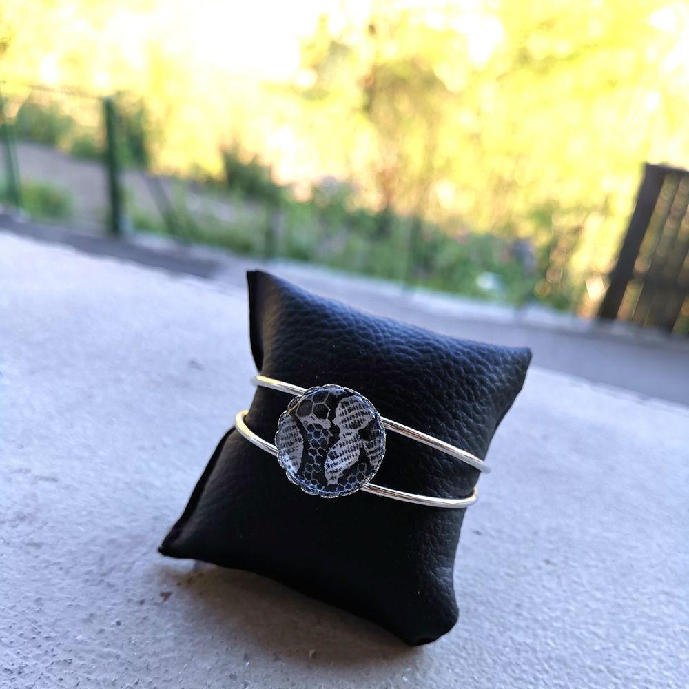 Bracelet tête de mort, bracelet dentelle, dentelle, bracelet rock, , Bijoux rock, bijoux crâne, bijoux tête de mort, bijoux Biker, bijoux rockabilly, bijoux pinup, Skull, crâne, tête de mort, bijoux artisanaux, Rock'n'Babe, rocknbabe, rocknbabeshop