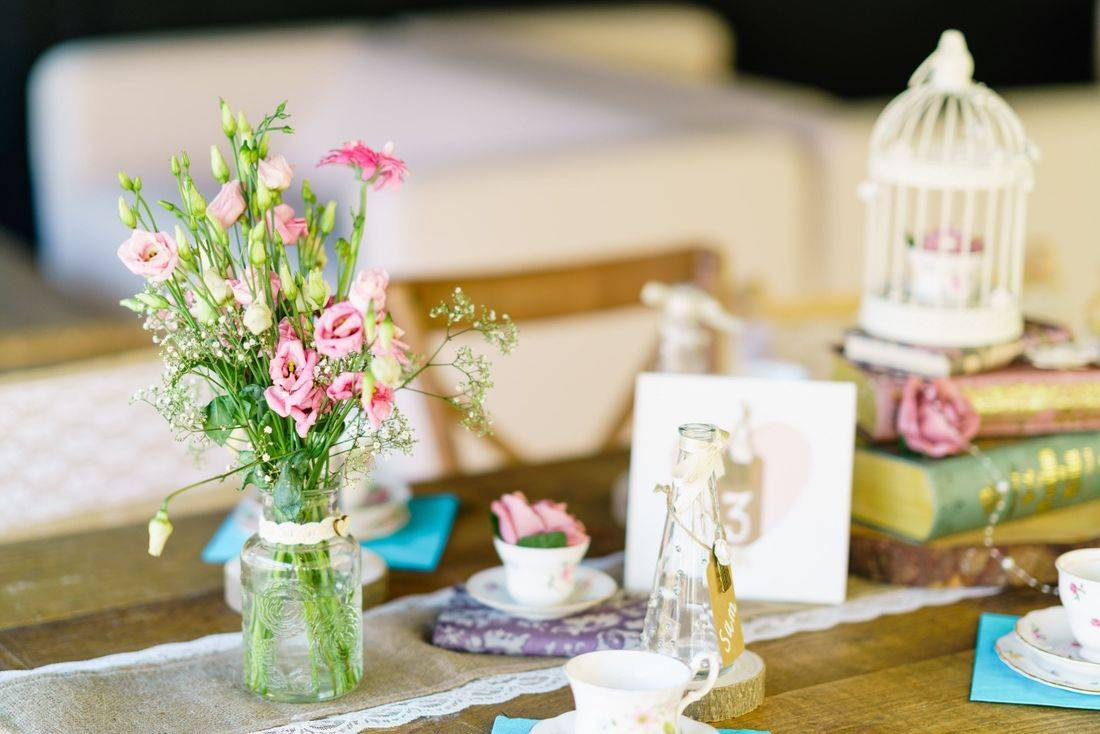 How to Decorate A Vintage Wedding