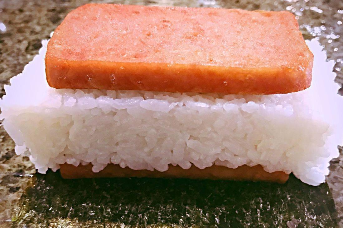 Hawaiian_food_island_food_musubi_jpg