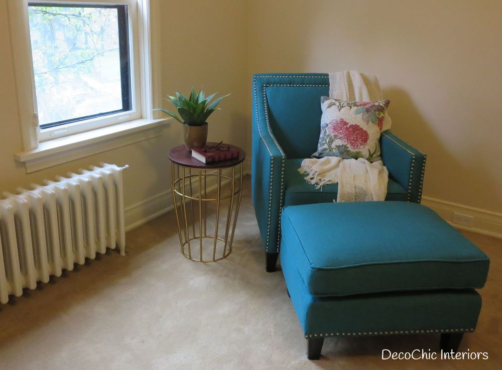 staging decorating winnipeg accent chair table turquoise certified staging professional realestate staging expert decochic interiors